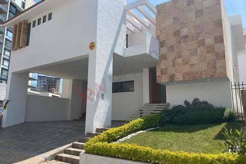 Hermosa Casa En Club De Golf/ Excelente Ubicacion/ Hermosa Vista/ Club De Golf/jardín/ Lamudi / Vivanuncios / Icasas / Inmuebles 24 / Mitula.