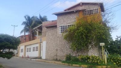 Amplia Y Comoda Casa En Colinas De Campo Mobil