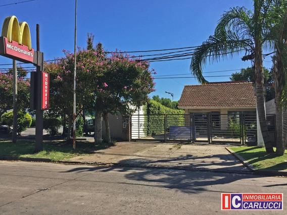 Casa Sobre La Avenida Sarmiento Y Santa Rosa, En Alquiler.