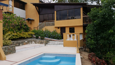 Casa Vacacional Y Amplio Terreno En Jarabacoa, La Vega