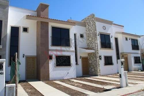 Casa De Dos Piso, Nueva En Fraccionamiento Azul Marino