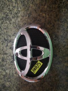 Emblema Delantero De Parrilla De Toyota Yaris 2006 A 2009