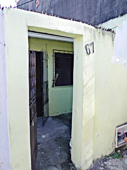 Casa Com Quintal Na Rua Santa Luzia