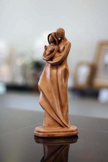 Estátua Enfeite Luxo Decoração Família Com Bebê - Exclusivo