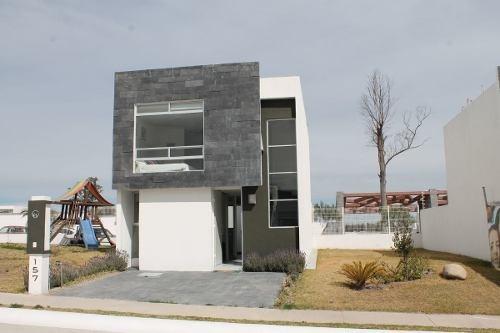 Casa En Venta En Bosque Sereno (al Poniente). Modelo Canaima.