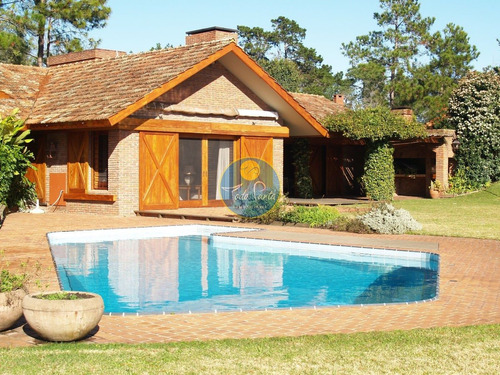 Venta De Casa 4 Dormitorios En Barrio Golf, Punta Del Este.- Ref: 5775