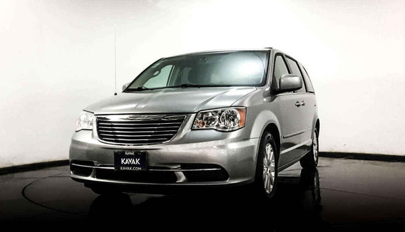 Chrysler Town & Country Touring / Combustible Gasolina , Cd