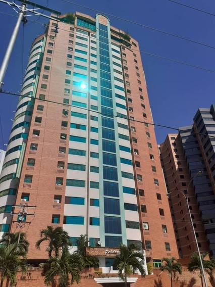 Apartamento En Venta Las Chimeneas Res. Holiday Palace F947