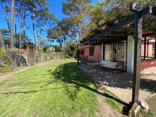 Hermosa Y Cómoda Casa En Playa Mansa - Ref: 4965