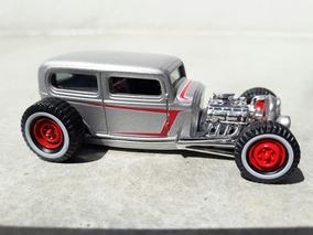 Hot Wheels ´32 Ford Sedan Custom Classics #8 Escala 1:50