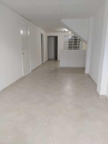Apartamento De 4 Cuartos, 2 Garages Y Dos Baños.