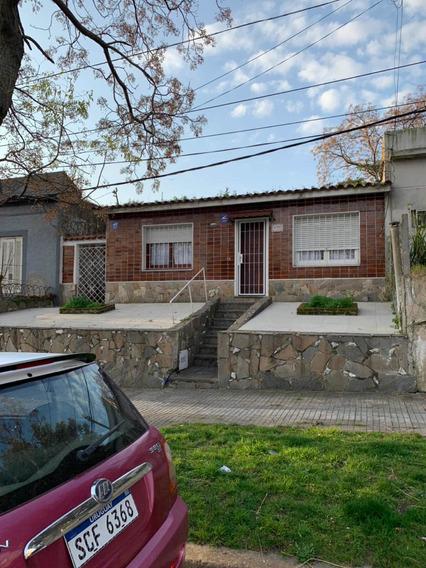 Casa De 2 Dormitorios ,jardín , Gran Fondo Y Parrillero.