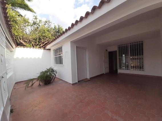 Venta De Insuperable Casa En Las Quintas De Naguanagua