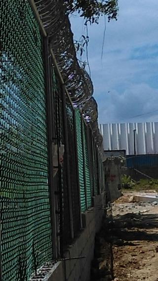 Instalación De Alambre De Trinchera, República Dominicana