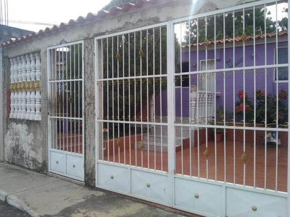 Casa En Venta En Barquisimeto 19-15778 Rb
