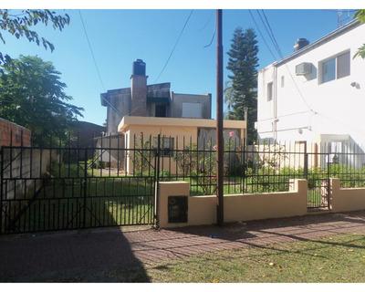 Amplio Terreno Y Casa Centrica De 4 Dormitorios, San Lorenzo.