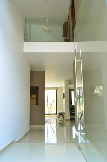 Ev1374.-residencia En Venta En Sayavedra. Excelente Concepto Arquitectónico.