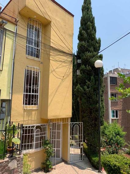 Bonita Casa De 3 Recamaras, 2 Baños Y Amplio Jardin