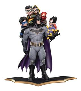 Batman Family Q-master Estatua Tipo Diorama De 15.5 Pulg