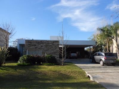 Casa En Alquiler :: 4 Ambientes :: Altos Del Sol :: 600m2