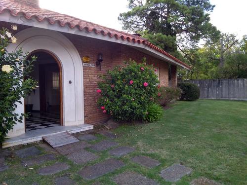 Venta De Fina Casa En Carrasco Centrico De 4 Dorms Y Scio