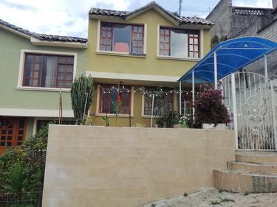 Vendo Casa En Conjunto Pequeño A 5 Min De Centro De Quito