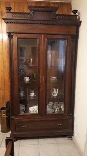Mueble Cristalero De Maderamodelo Antiguo