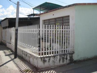 Casa En Venta Urb. Las Acacias, Maracay 17-4185 Kg