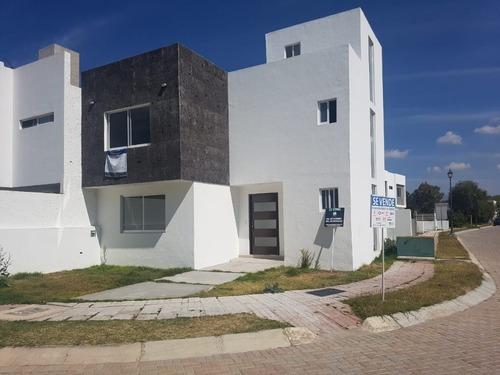 Hermosa Casa En Fraccionamiento Bosques De San Juan , San Juan Del Rio.