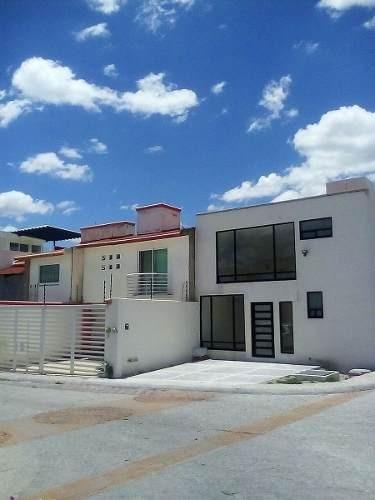 Venta De Bonita Casa En Querétaro, Milenio Iii 2 Plantas, 3 Recámaras, 2 Baños