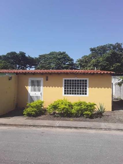 Comoda Casa En Urbanización Santa Rita