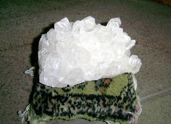 Cristal De Rocha Quartzo Druza Geodo 12 X 7 Cm