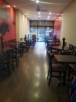 Restaurante De Comida Italiana Frente A Torre De Pemex,