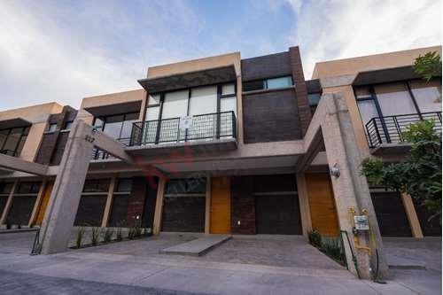 Casa En Renta Castilla La Nueva, Villa De Pozos, Zona Industrial (por Hotel Encore)