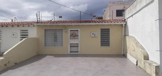 Casas En Venta En Cabudare Lara 20-7129