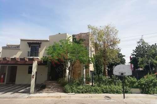Excelente Ubicacion Privada Catavina, Zona Dorada, Frente A Plaza San Pedro. Mexicali Bc