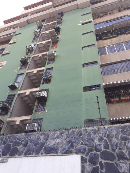 Venta De Amplio Apartamento En Los Caobos 04243725877