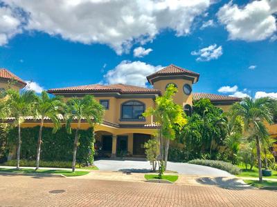 Alquilo Casa En Antigua, Costa Del Este / Con Piscina