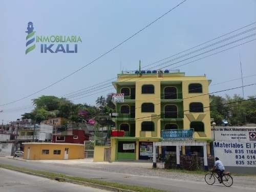 Renta Departamento Amueblado 2 Habitaciones Col. Azteca Tuxpan Veracruz. Ubicado En Edificio Con Acceso Por 2 Calles, El Departamento Se Encuentra En Primera Planta Y Cuenta Con Dos Recamaras, Ambas