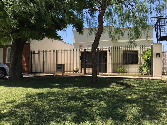 Casa En Los Hornos 60 E 150 Y 151