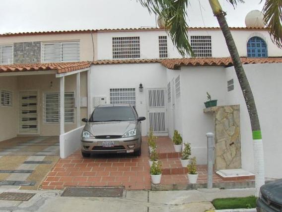 Casa En Venta En La Rosaleda Barquisimeto Lara 20-1702 Rahco