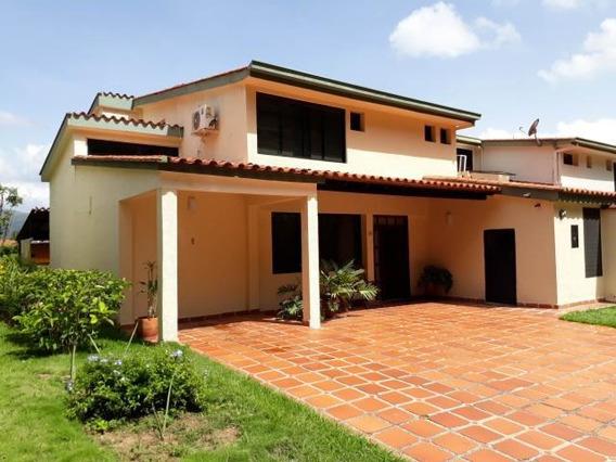 Townhouse En Venta Manongo Jt 19-8683