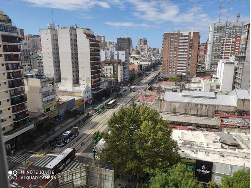 Departamento De 2 Ambientes Sobre Av Cabildo Al 2400 Piso Alto Con Vista Abierta