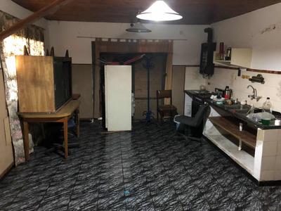Casa En Zona Comercial A 10 Cuadras De La Bajada De La Aut