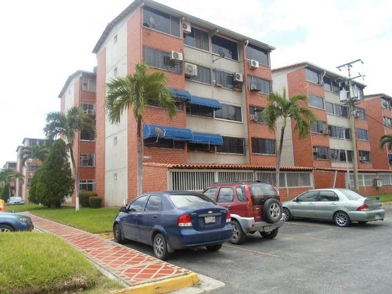 Apartamento De Dos Habitaciones Y Un Baño