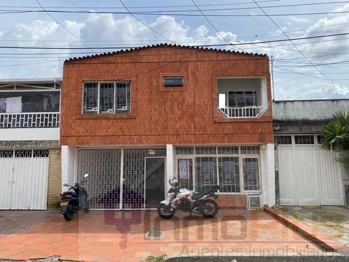 Arriendo Casa En El Barrio La Victoria