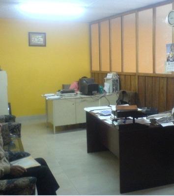 Amplias Oficinas En El Centro Político Y Financiero De Quito
