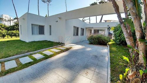 Casa En Venta Playa Mansa 3 Dormitorios- Ref: 6057