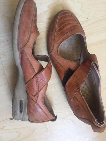 Un Lote De Zapatos Y Botas Numero 39