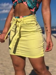 Saia Sol Hot Pants Premium Com Cinto E Lycra Amarela